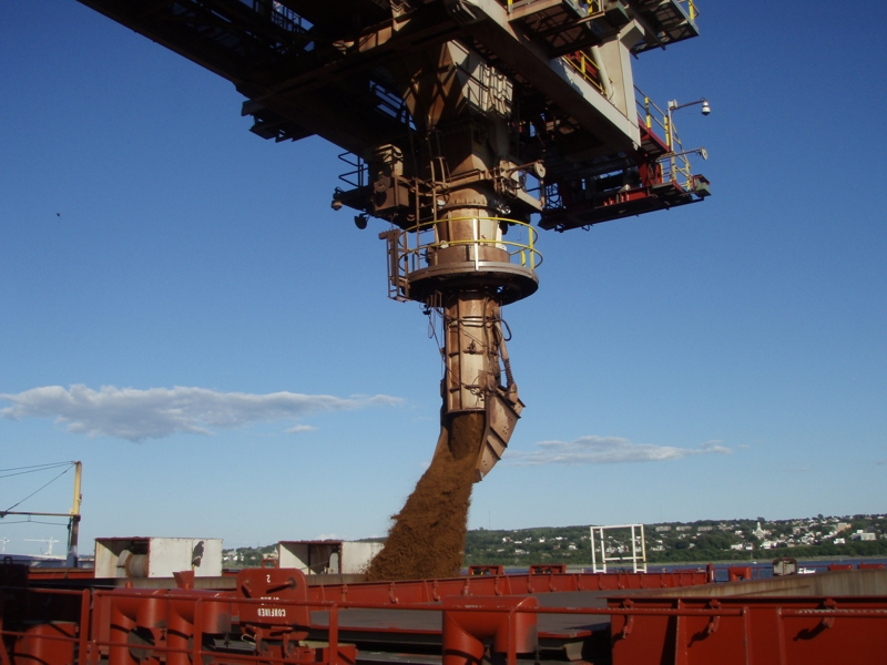 Shiploader discharging iron ore into vessel
